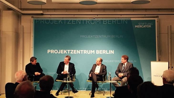 Auf dem Podium (v.l.n.r.): Minister Robert Habeck, Dr. Klaus-Dieter Maubach, Michael Buchmüller, Dr. Patrick Graichen (Foto: Christoph Podewils)