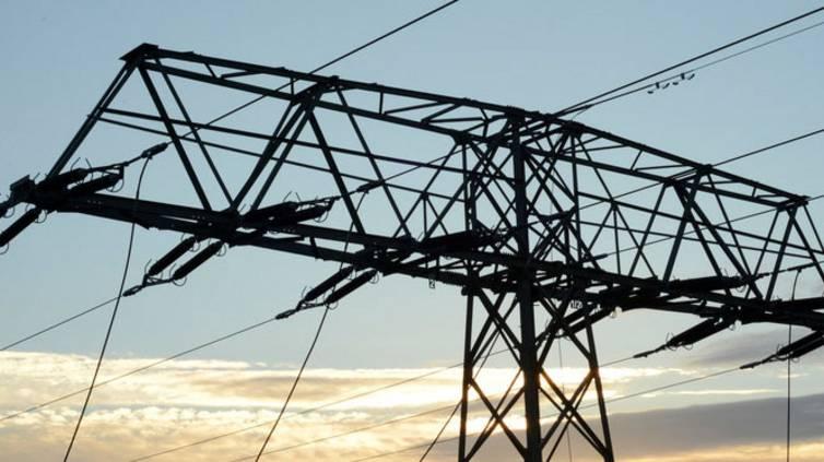 Im Zuge der Energiewende werden die Verteilnetze ausgebaut, damit Wind- und Solaranlagen ihren Strom einspeisen können.
