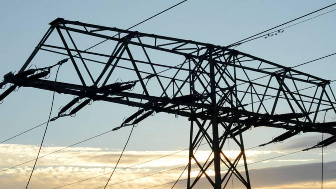 Während auf dem Land durch den Zubau von Erneuerbare Energien die Verbraucher immer mehr für die Stromnetze zahlen, stagnieren die Entgelte in städtischen Regionen. Das wirft Fragen der Verteilungsgerechtigkeit auf.