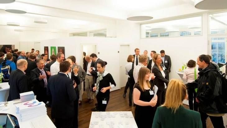 Begrüßung der Teilnehmer zu einer Agora-Veranstaltung im ProjektZentrum Berlin der Stiftung Mercator (Foto: Hans Christian Plambeck)